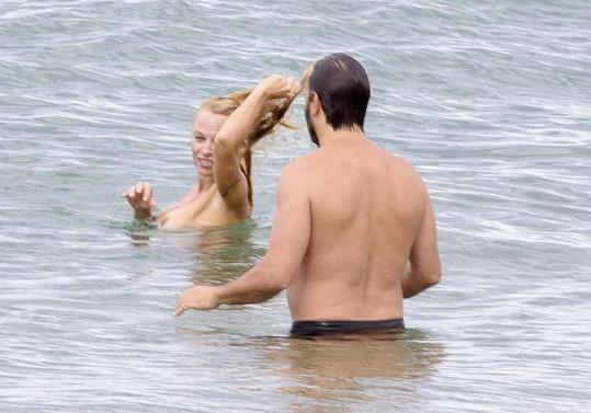 Anderson tráví dovolenou se svým staronovým přítelem Rickem Salomonem.