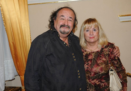 Nebo Petr Novotný s manželkou