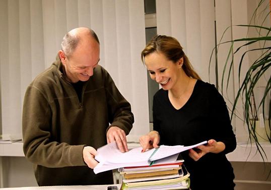Monika s profesorem Klezlou nad scénářem Mary Poppins.
