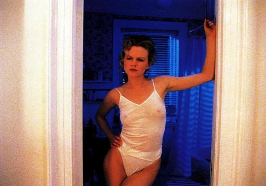 Navzdory skromné výbavě se nebránila lechtivým scénám ve filmu Eyes Wide Shut (1999).
