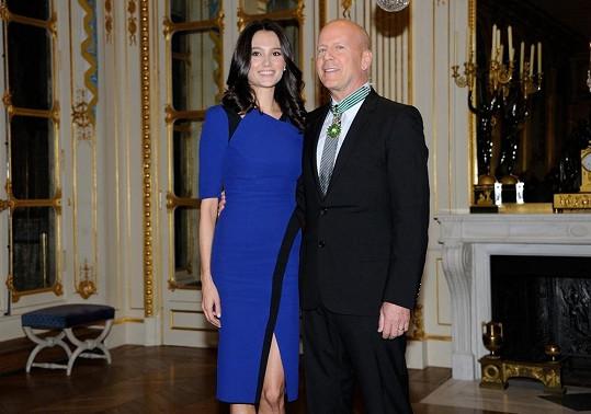 Bruce s manželkou Emmou Heming.