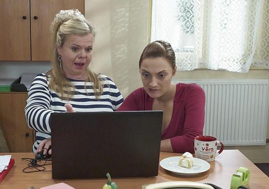Bára Poláková a Sabina Remundová v sitcomu Marta a Věra