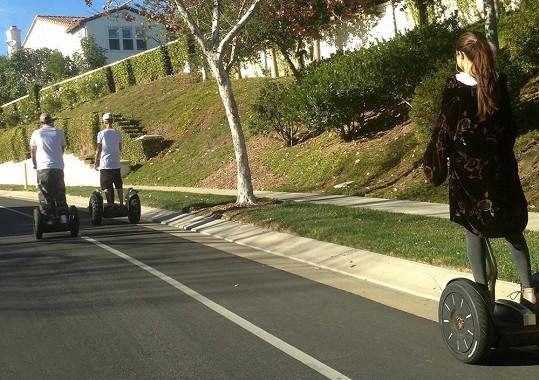 Justin se Selenou ve čtvrtek jeli na projížďku po Calabasas.
