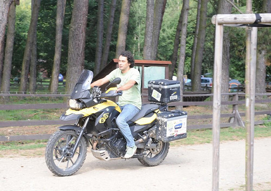 Herec na motorce na Sázavě