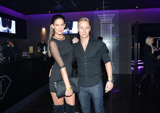 Aneta s partnerem Michalem Zemanem na Alien párty.