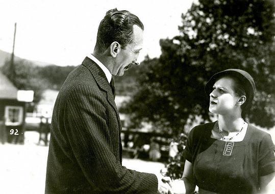 První velká role Elišky Pleyové ve filmu Před maturitou (1932. Na snímku s Jindřichem Plachtou.