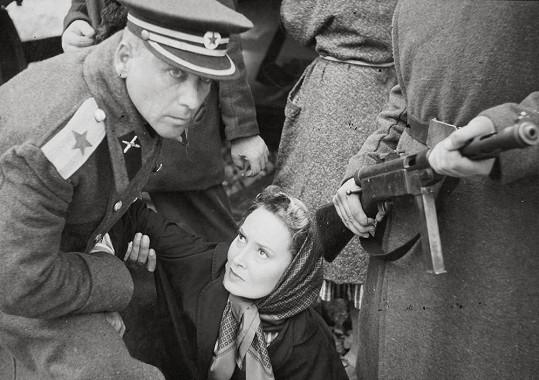 Lída Baarová ve svém úplně posledním filmu Krvavá rapsodie (1957).