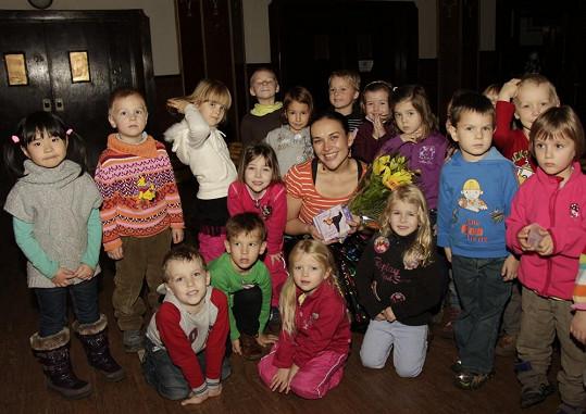 Jana Rychterová na křtu dětského alba přivítala přes stovku dětí.