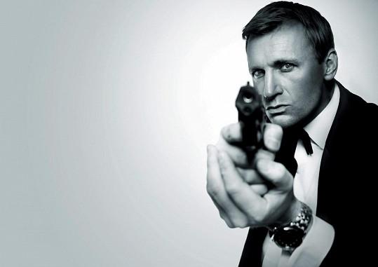 Jako představitel agenta Bonda vypadá Steve Wright.