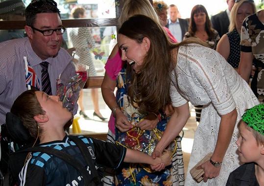 Královská návštěva způsobila mezi dětmi pozdvižení.