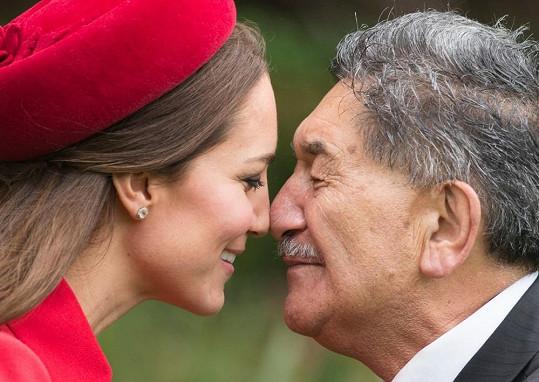 Tradiční přivítání na Novém Zélandu je dotknutí se nosem a čely.