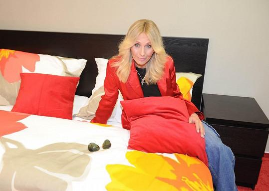 Tereza v posteli ve vile