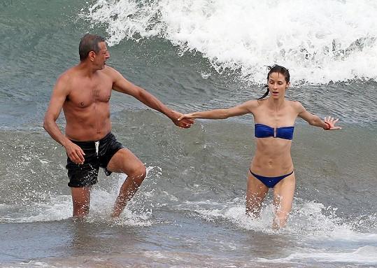 Romantická dovolená na Havaji se proměnila v zásnuby.