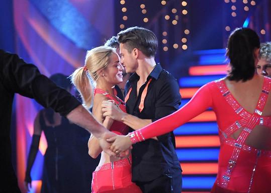 Závěrečný tanec v tomto podání rozhodně neuvidíme. Ondřej a Táňa tvoří milenecký pár, nikoli taneční.