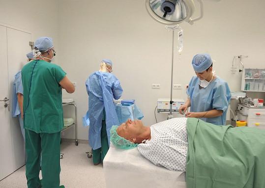 Martin Maxa dovolil, abychom průběh operace dokumentovali.