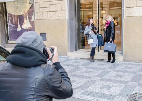 Focení probíhalo v luxusní Pařížské třídě.