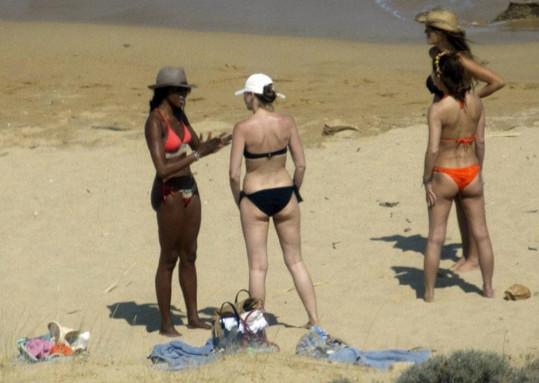 Naomi si na dovolenou zajela s přáteli.