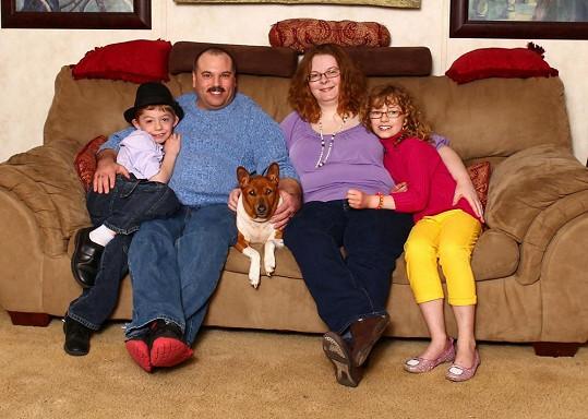 Keat s mladším bratrem Blainem a rodiči Emily a Clintem