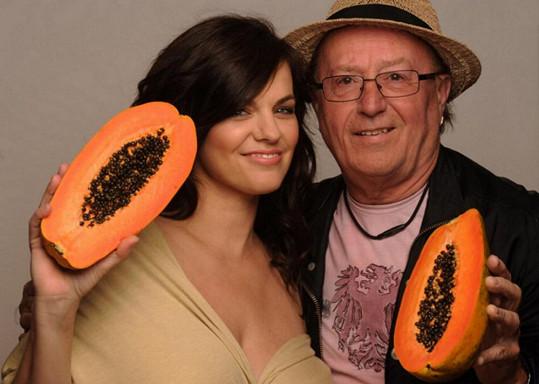 Roli v přijetí nabídky focení hrál jistě i fakt, že za dovozem kosmetiky stojí její otec Petr Janda.