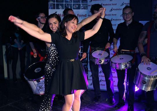 Alena Mihulová takhle tančila v sedmnácti s Jiřinou Jiráskovou ve filmu Sestřičky.
