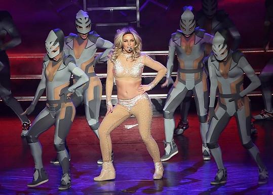 Britney Spears se svými tanečníky