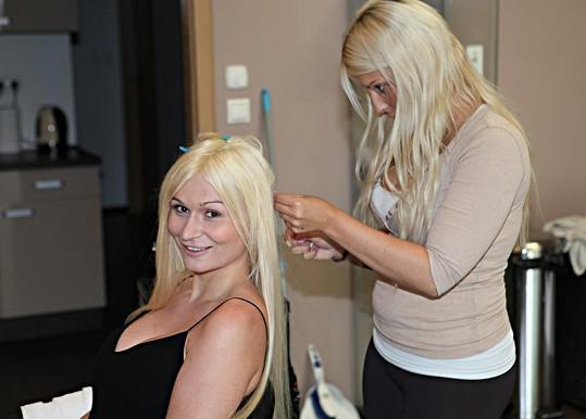 Vlasy si nechala prodloužit, aby byla více sexy.