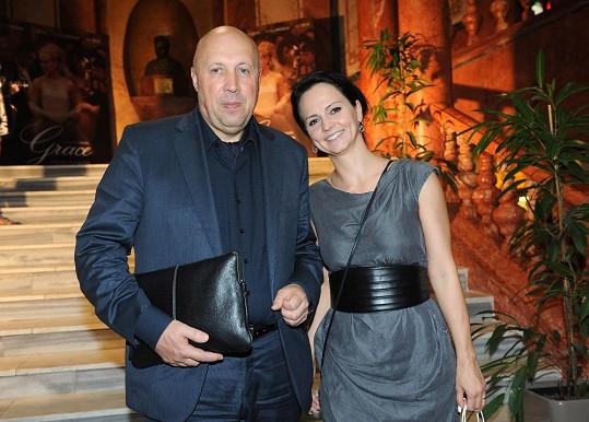 Premiéru si nenechal ujít ani starosta Prahy 1 Oldřich Lomecký s partnerkou Veronikou Blažkovou.