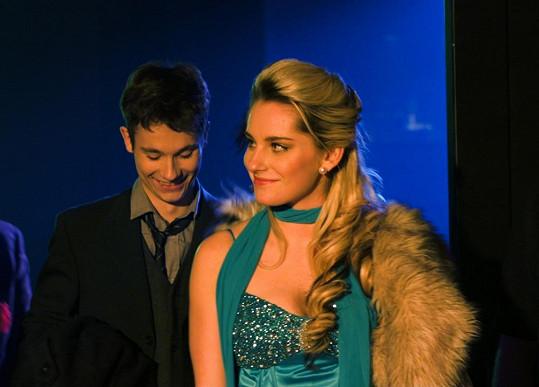 Karin s Tomášem Polákem, s nímž má také sexuální scénu.
