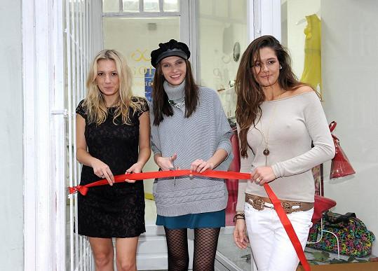 Petra s majitelkou second handu a modelkou Ivou Frühlingovou na zahájení prodeje.