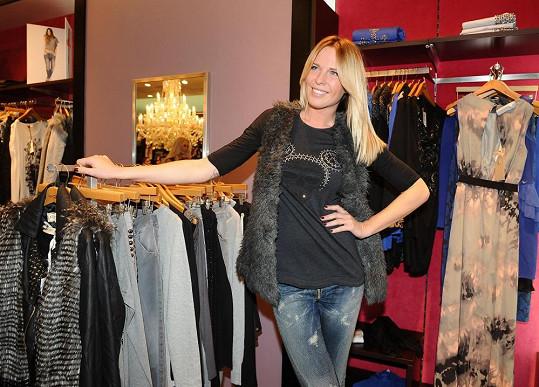 Diana nosí už deset let džíny velikosti dvacet sedm.