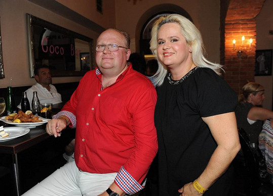Monika s manželem na párty