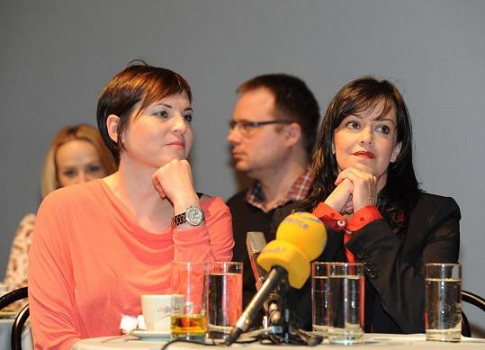 Bára Kodetová a Tereza Brodská hrají homosexuálně orientované ženy.