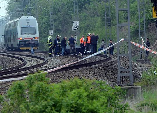Kolejiště je obehnáno bezpečnostní páskou.