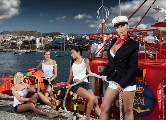 Jana Peroutková fotila s dalšími třemi hasičkami kalendář na Kanárských ostrovech.