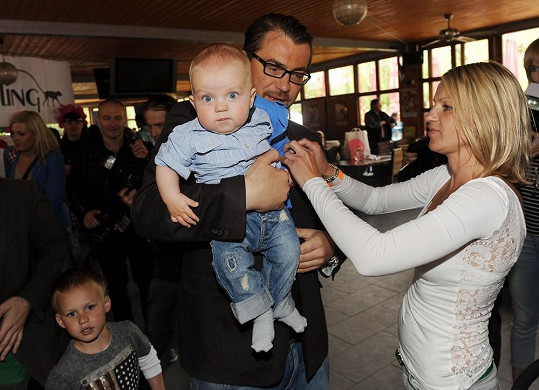 Bořek se synem Andrejem a přítelkyní Žanetou.