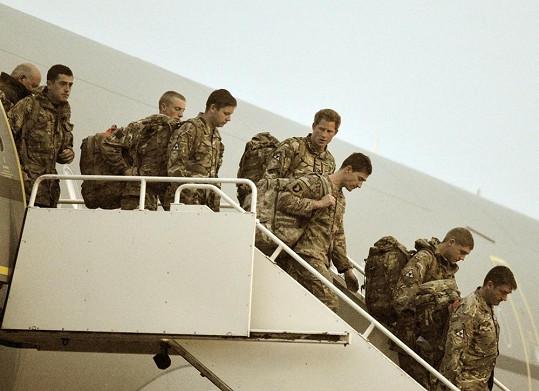 Harry s ostatními vojáky po skončení mise v Afghánistánu.