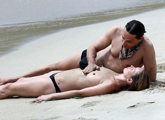 Kate s manželem Jamie Hincem na ostrově Svatého Bartoloměje.