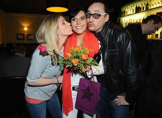 Martina s přáteli Leonou Machálkovou a Marianem Vojtkem.
