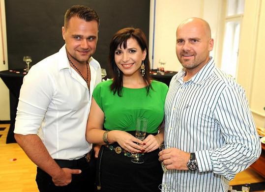 Andrea Kalivodová s přítelem Radkem a stylistou Pavlem Filandrem.