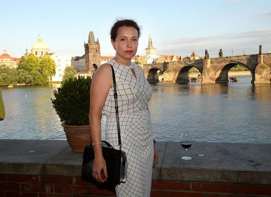 Po dlouhé době se na večírku objevila bývalá politička, nyní advokátka Petra Buzková.