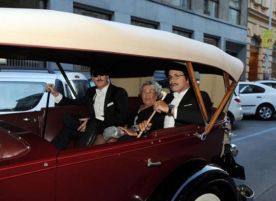 Osmany Laffita přijel stylově v legendárním Lincolnu.