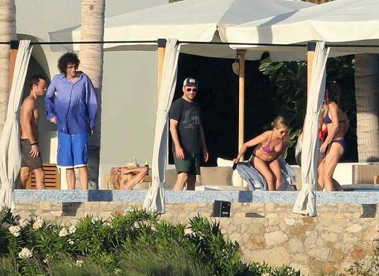 Do Cabo San Lucas vyrazila celá banda celebrit, poznáváte je?