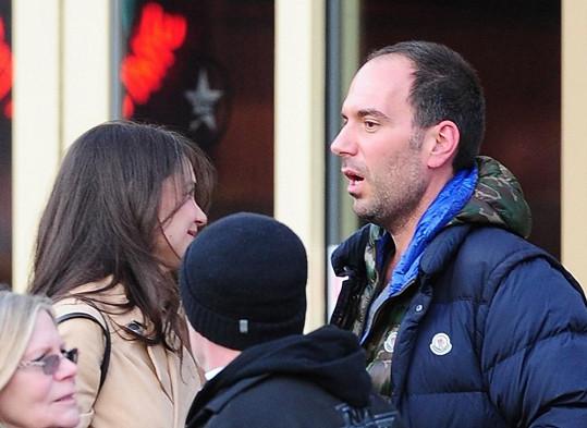 Exmanželka Toma Cruise v zápalu rozhovoru.