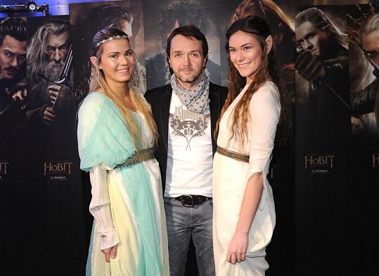 Vlasta Korec byl o něco menší než dívky převlečené za elfky.