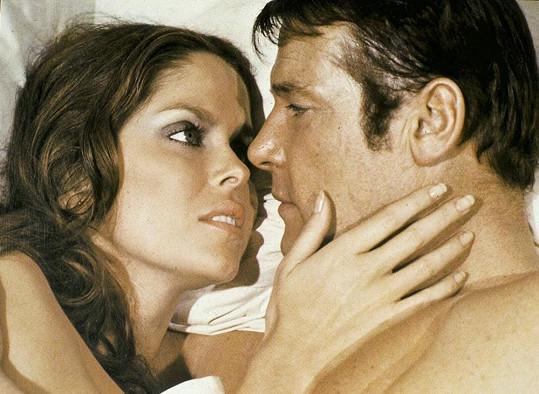 V bondovce Špion, který mě miloval sváděla Rogera Moorea.