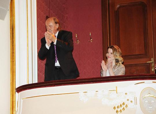 Na premiéru muzikálu Cabaret vyrazila s producentem Františkem Janečkem.