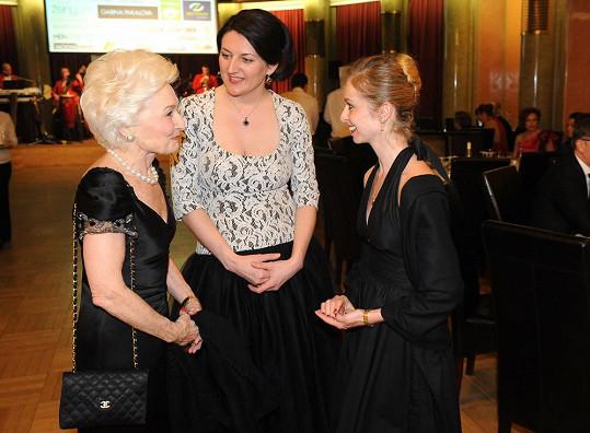 Paní Eliška s tanečnicí Adélou Pollertovou a šéfkou profesního magazínu iBest of Míšou Lejskovou