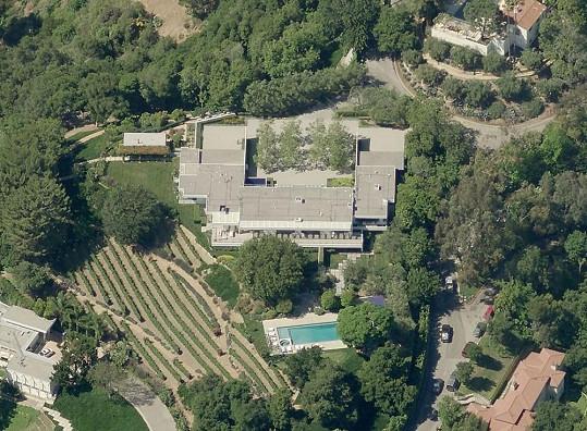 Rozsáhlé sídlo Jennifer Aniston a Justina Therouxe.