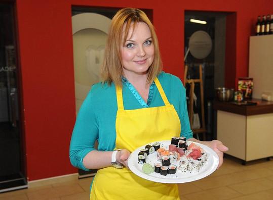 Kamila vaří hrozně ráda a jídlo miluje.