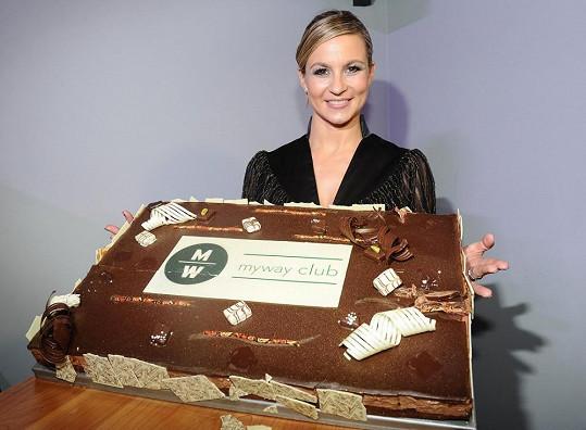 Monika se slavnostním dortem.